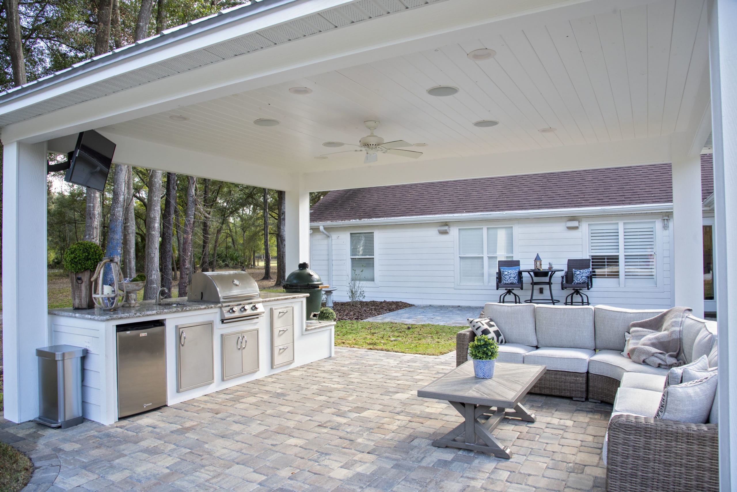 outdoor kitchen with sitting area